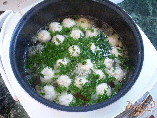 Фото приготовление рецепта: Суп с фрикадельками в мультиварке шаг №11