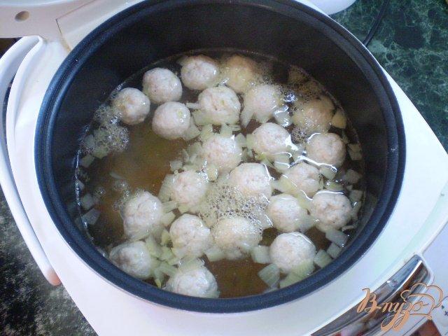 Фото приготовление рецепта: Суп с фрикадельками в мультиварке шаг №9
