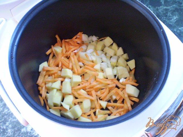 Фото приготовление рецепта: Суп с фрикадельками в мультиварке шаг №4