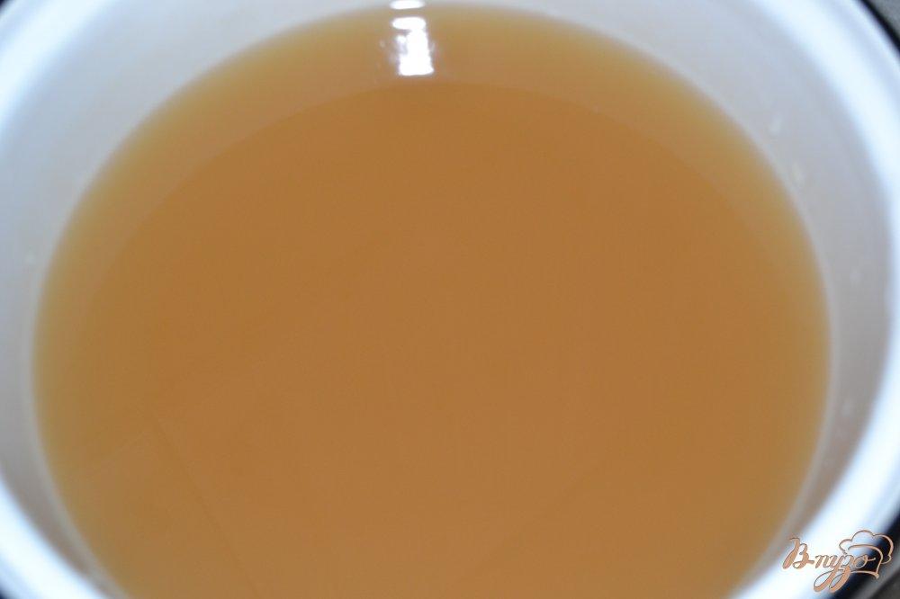 Фото приготовление рецепта: Мед из цветков акации шаг №3