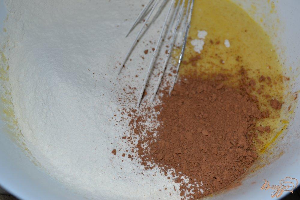 Фото приготовление рецепта: Сливовый кекс шаг №3