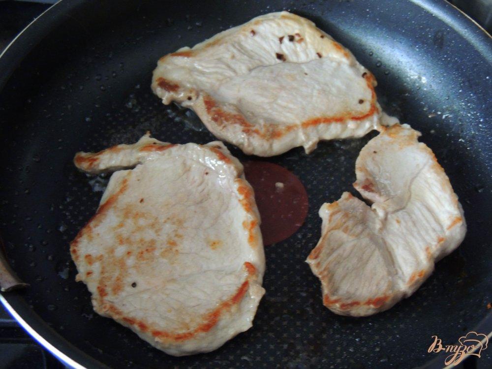 Фото приготовление рецепта: Свинина в карамели шаг №3