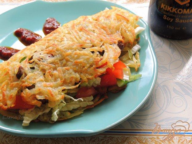 фото рецепта: Мясо с овощами в картофельных блинах