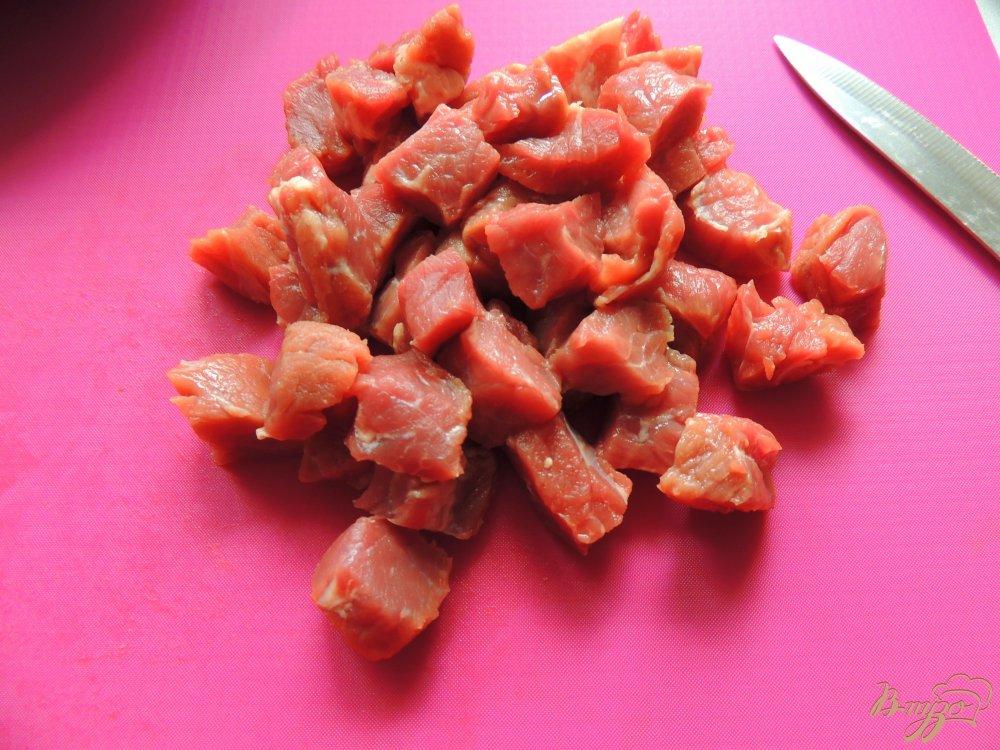 Фото приготовление рецепта: Мясо с овощами в картофельных блинах шаг №1