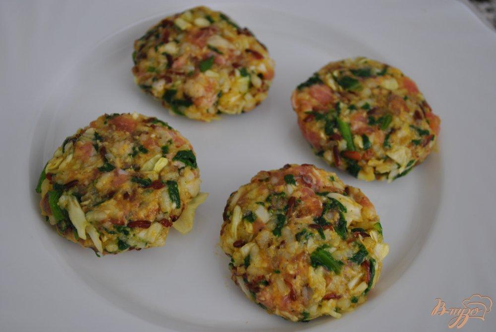 Фото приготовление рецепта: Котлеты с красным рисом шаг №8