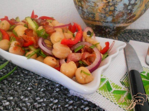 Салат с нутом и беконом
