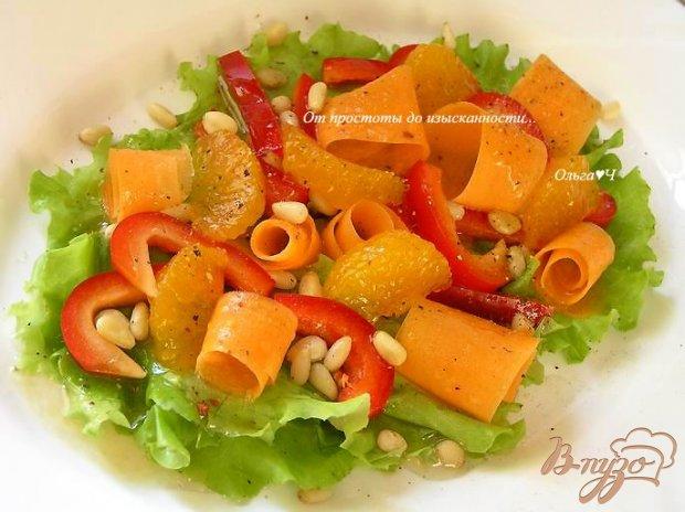 Салат из моркови и сладкого перца с мандаринами и кедровыми орешками