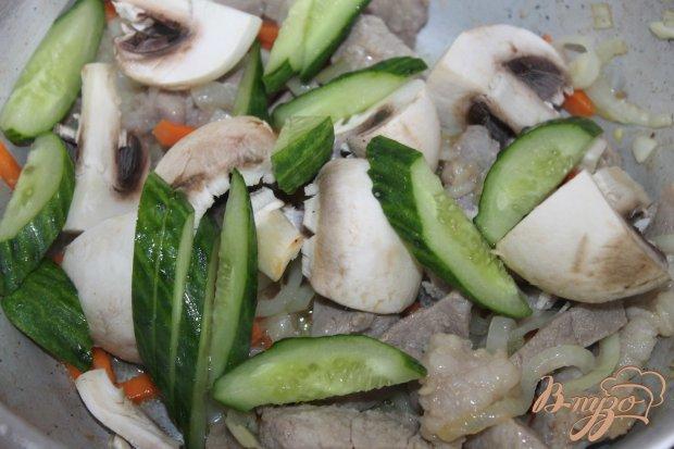 Свинина тушенная по - китайски с овощами и кунжутом