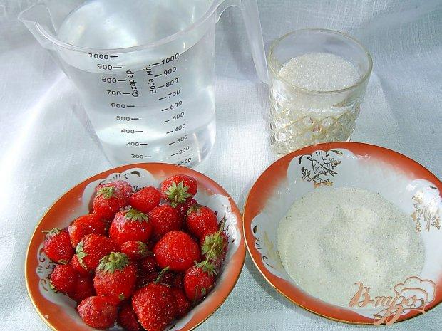 Рецепт Десерт из клубники и манной крупы