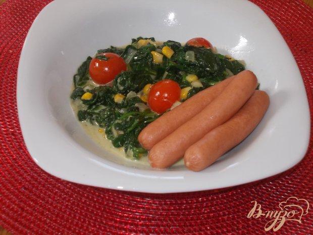 Сливочный шпинат с сосисками