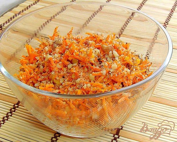 Морковный салат с орехами и чесноком