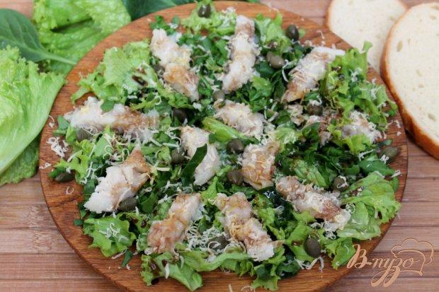 Рыбный салат с зеленью, сыром  и каперсами