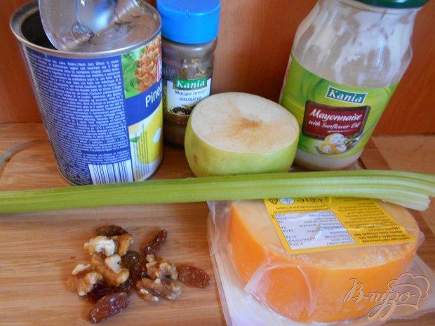 Рецепт Салат с яблоком, сельдереем и сыром