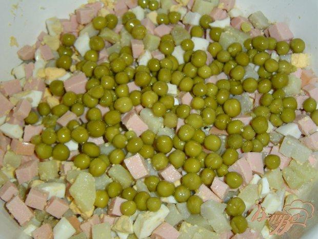 """Салат """" оливье"""" с чесноком и орехами"""