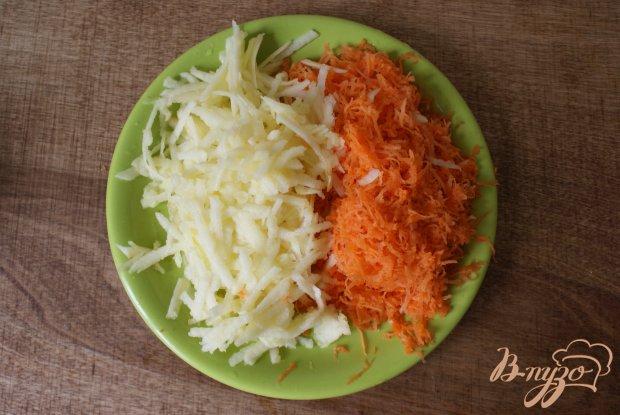 Морковно-яблочные оладьи с изюмом