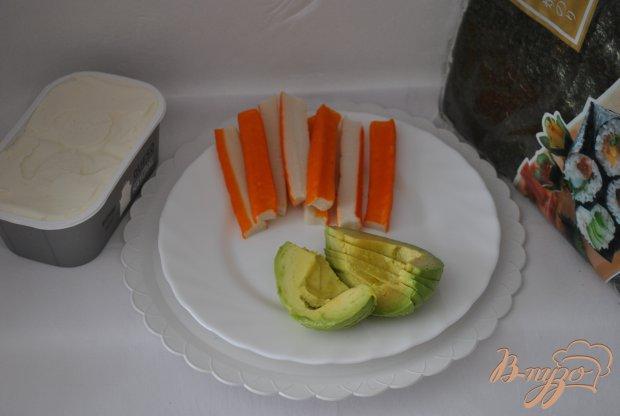 Роллы с крабовыми палочками и авокадо