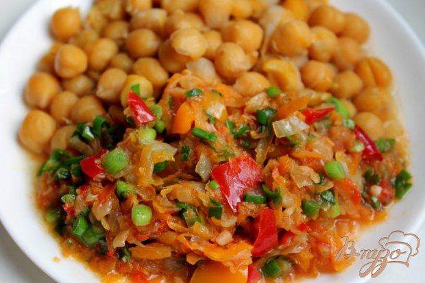 Нут с овощами и чесноком