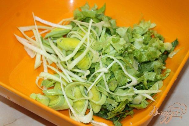 Салат с овощей  и ветчины с луком - пореем