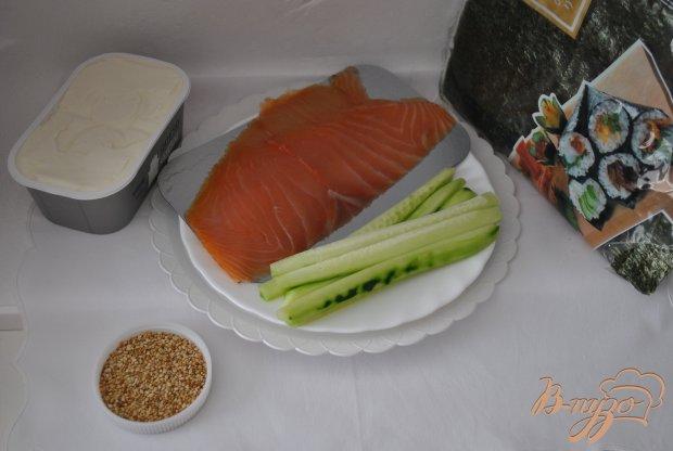 Роллы с копченым лососем и огурцом