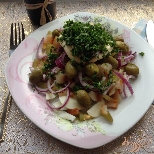 Салат с копчеными кальмарами