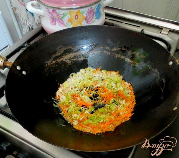 Рисовая лапша с овощами и грибами