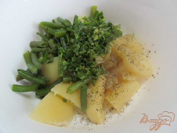 Теплый картофельный салат с фасолью