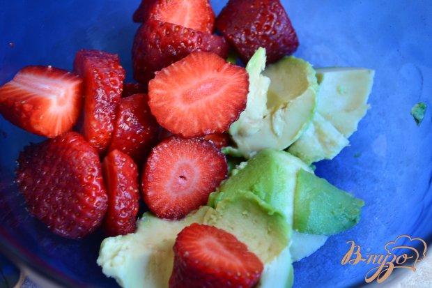Рецепт Десертный крем из авокадо и клубники