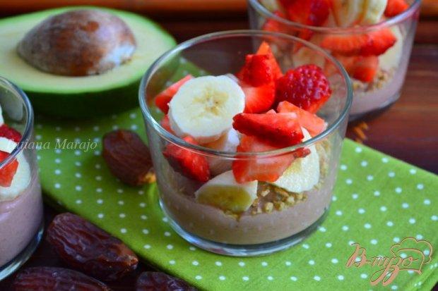 Десертный крем из авокадо и клубники