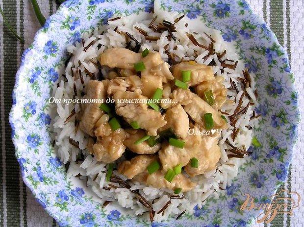 Куриное филе в соевом соусе с кедровыми орешками и рисом