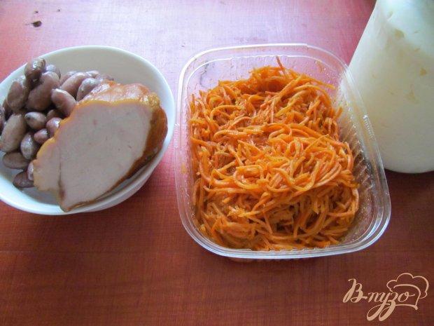 Рецепт Салат из фасоли грибов и копченой курицы