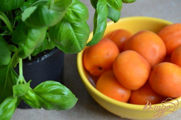 Крамбл с абрикосами и базиликом
