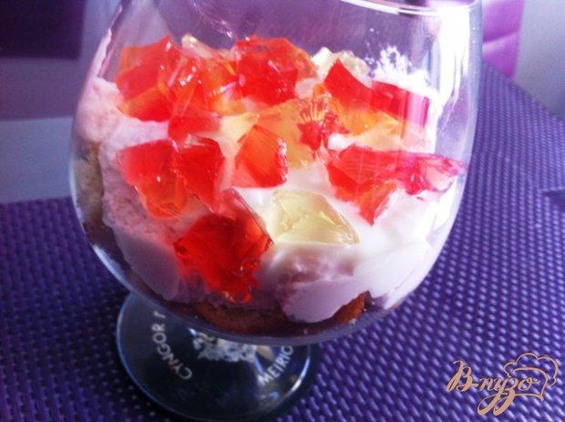 Творожный десерт с желе.