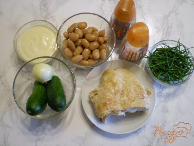 Рецепт Салат с курицей гриль, фасолью и свежими огурцами