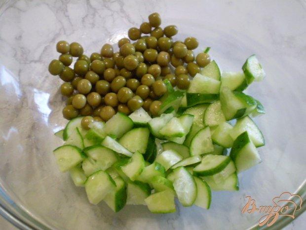 Рецепт Салат с отварной рыбой, сыром и горошком