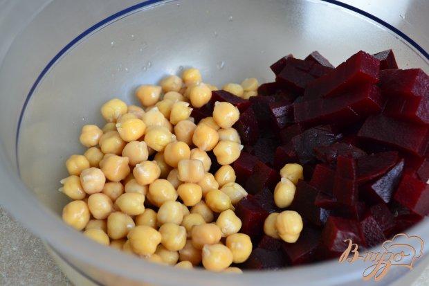 Салат из отварной свеклы с нутом