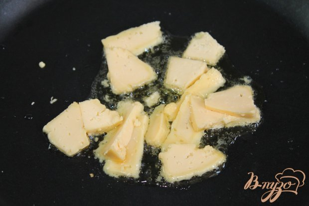Глазунья с сыром и рукколой