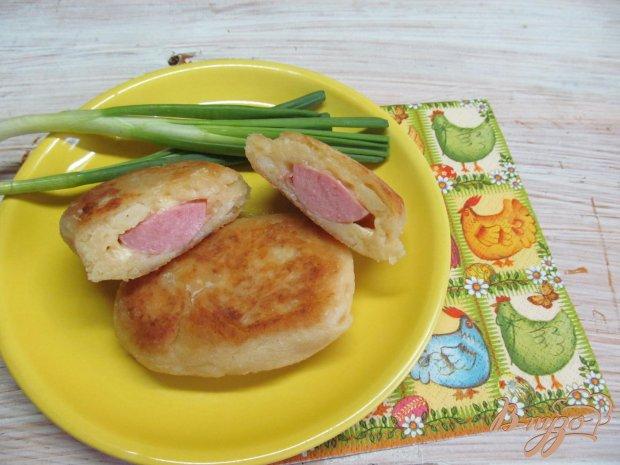 Картофельные пирожки с сарделькой