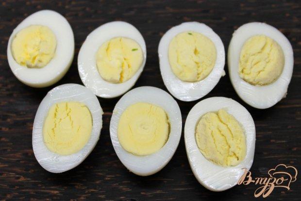 Закуска с лососем и перепелиными яйцами