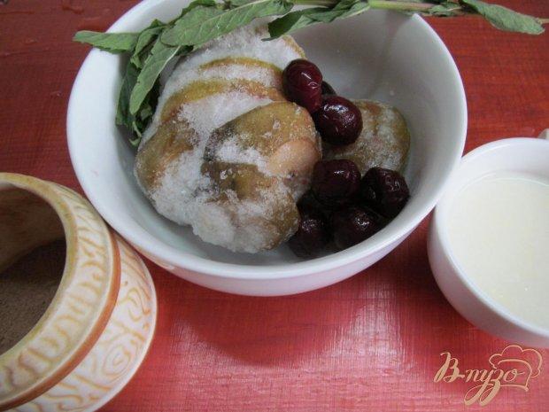 Смузи из замороженной груши и вишни