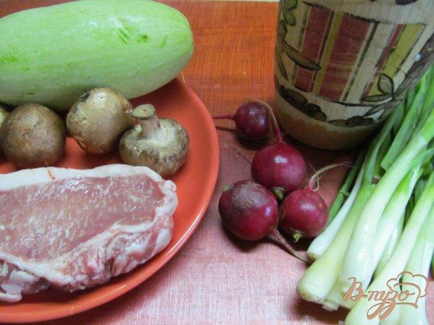 Свиной стейк с овощами в пергаменте