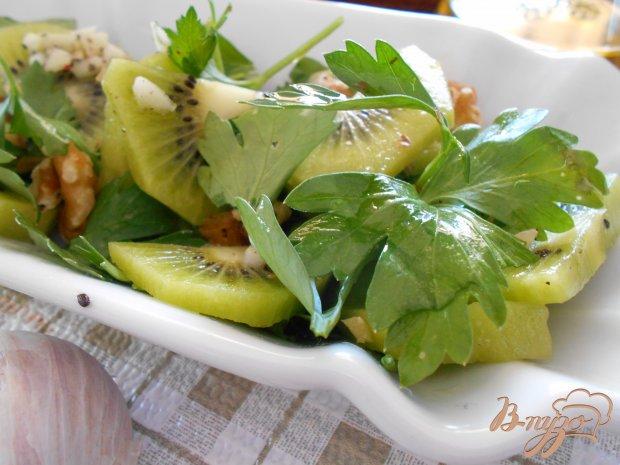 Салат с киви и орехами