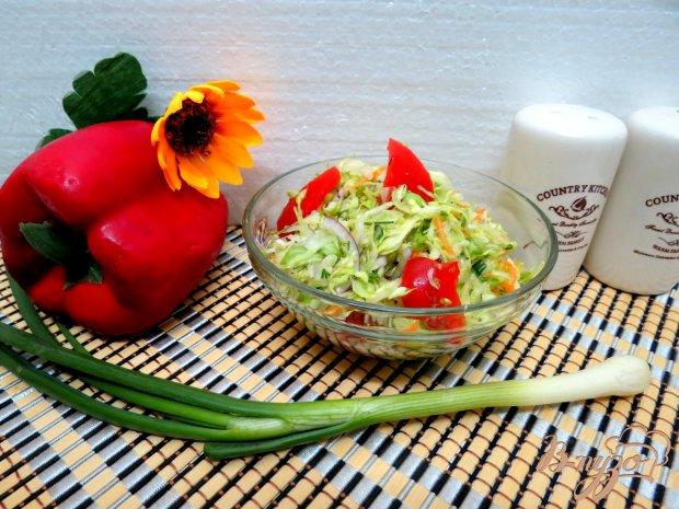 Салат из молодой капусты с перцем