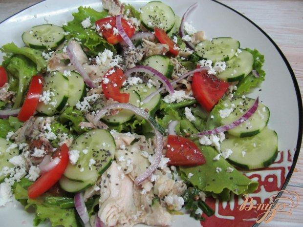 Салат с курицей помидором и салатом