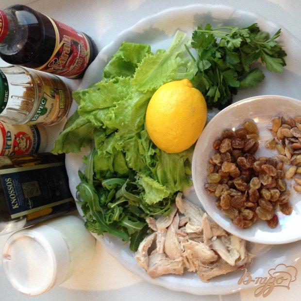 Рецепт Салат с курицей и изюмом