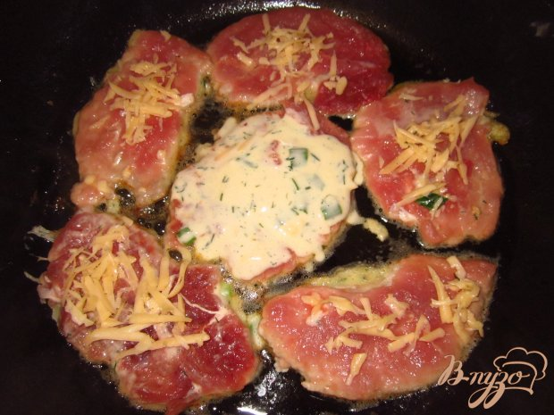 Отбивные с зеленым луком и сыром