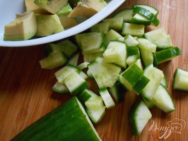 Салат с огурцом и авокадо