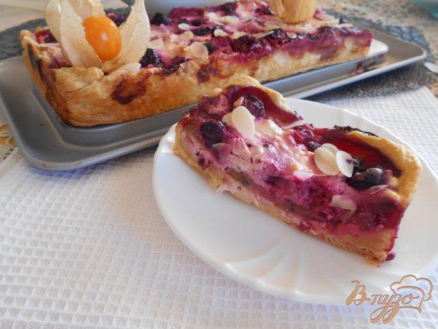 Творожно-ягодный слоеный пирог