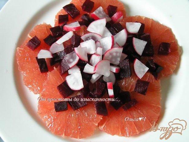 Салат с грейпфрутом, свеклой и редисом