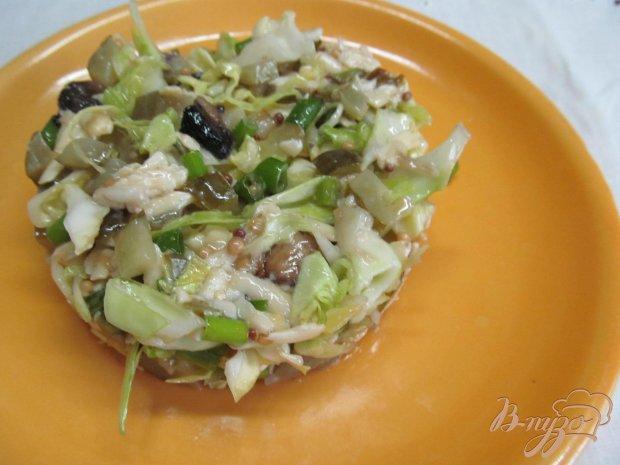 Салат из молодой капусты и шампиньена