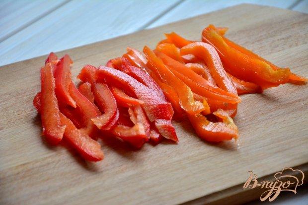Рулетики из пекинской капусты с мясом и сладким перцем.
